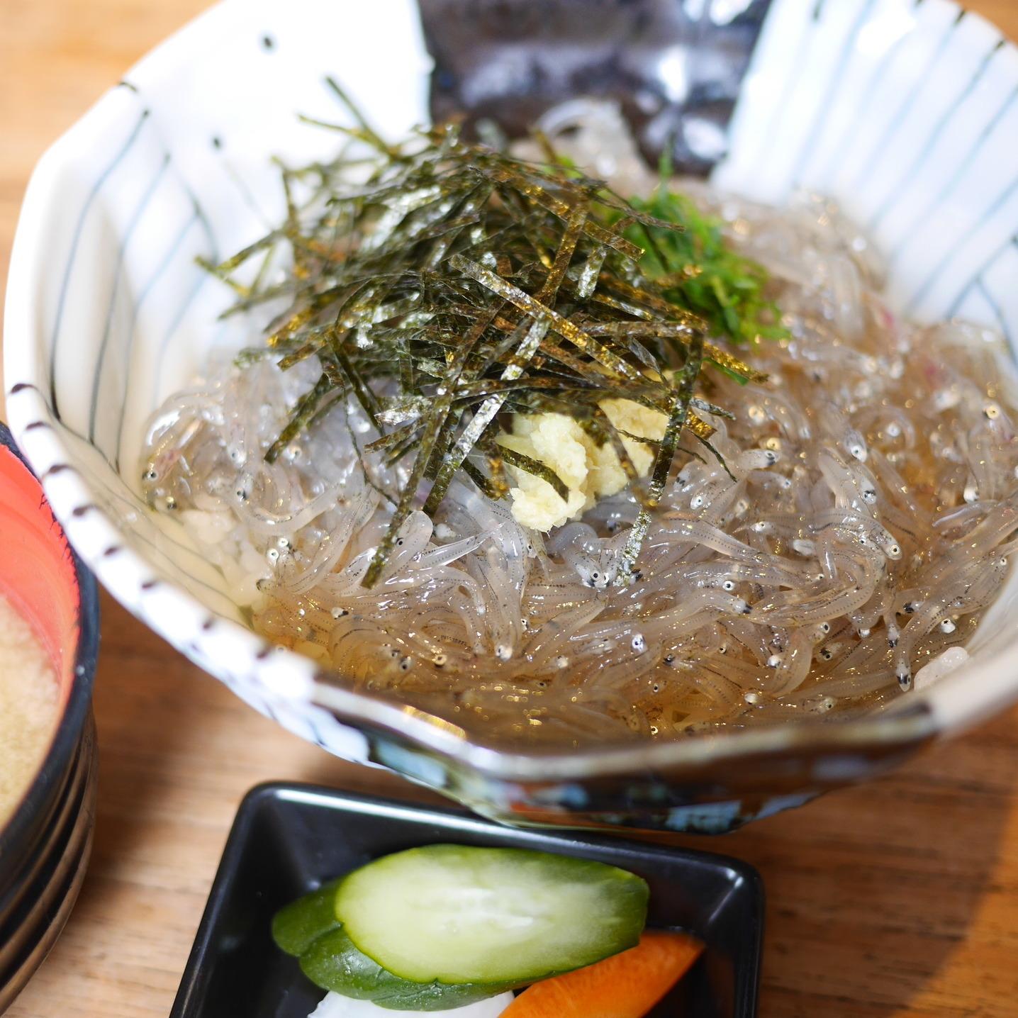 生しらす丼 (¥1000)