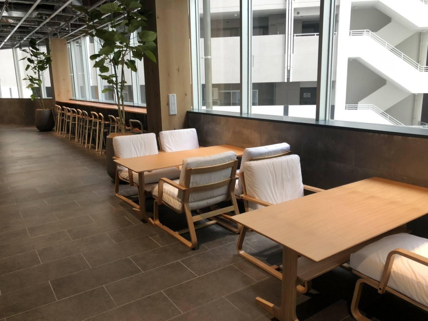 HEARTSバスステーション博多 Cafe&Bar(カフェ・バー)