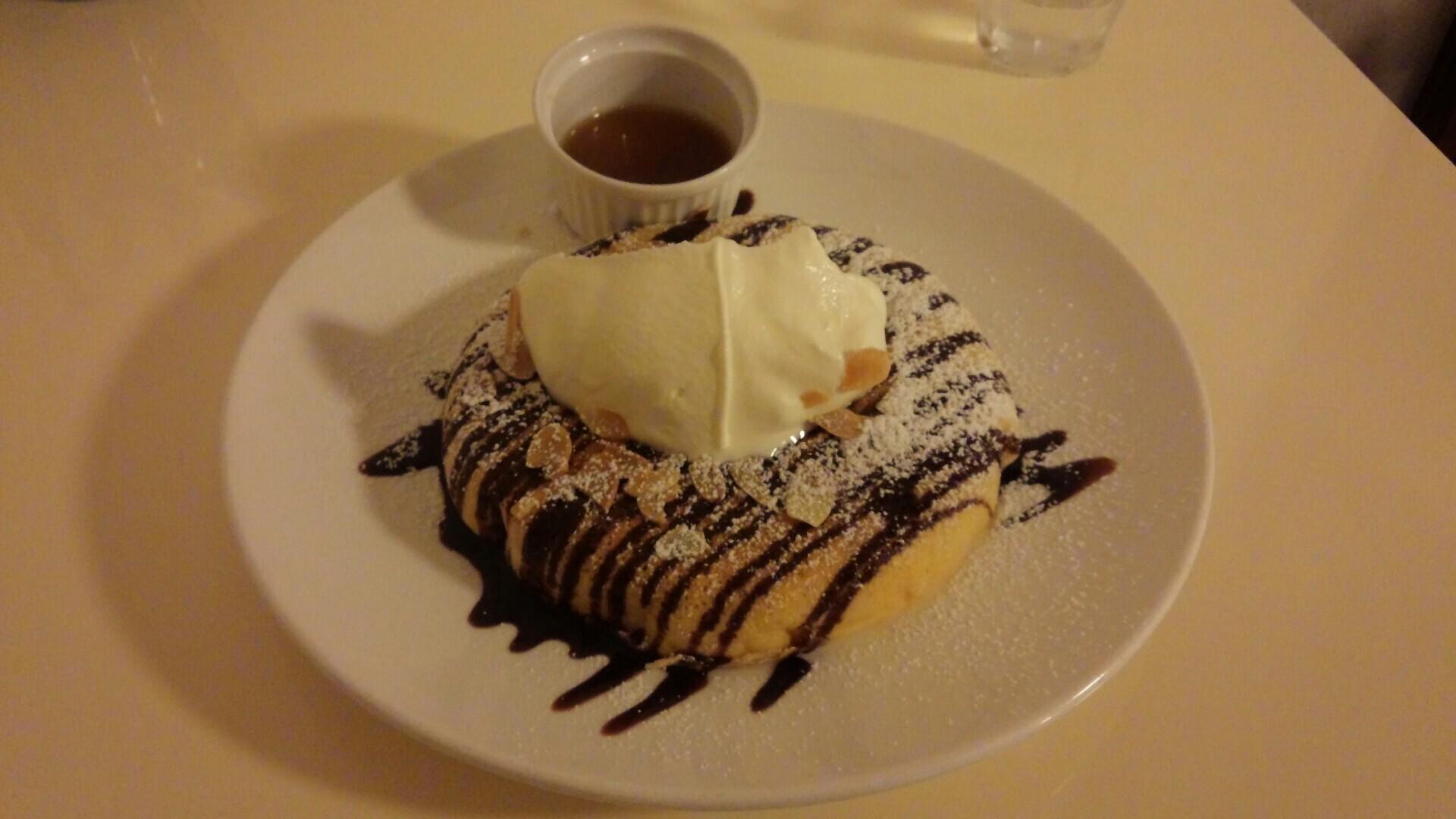アーモンドチョコレートパンケーキ(780円)