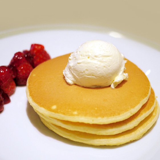インペリアルパンケーキ いちご添え(¥1,650)
