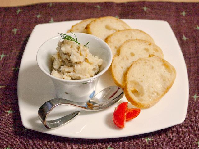 ハナムスビ - 料理写真:お豆と干物のディップ。塩麹で味付けした贅沢な味わいです。