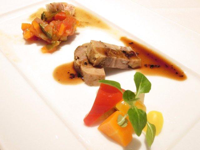 雏鶏学院_3500円 の牛肉のテリーヌ トリュフのソース フランス产雏地鶏 ゲーム